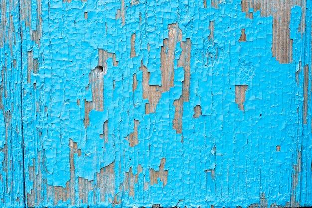 ひびの入った古い青いペンキの壁の質感壁の色のひび、背景の抽象的な青い色