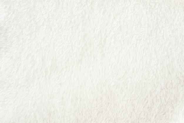 더미가있는 부드러운 흰색 원단의 질감이 고르게 퍼집니다. 디자인을위한 섬세한 텍스타일 백킹.