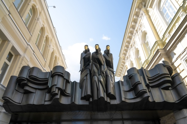 빌니우스의 황금 가면을 쓴 세 조각상