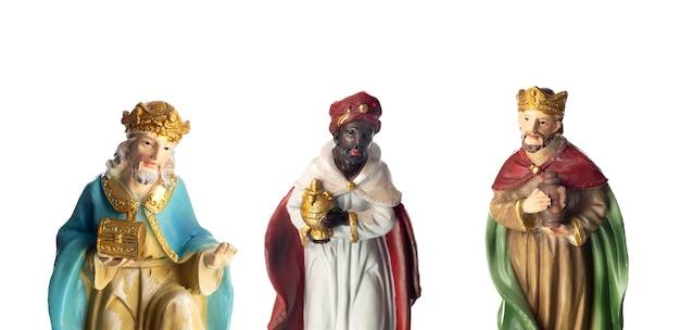 세 명의 현자. 흰색 배경에 고립 된 세라믹 인물