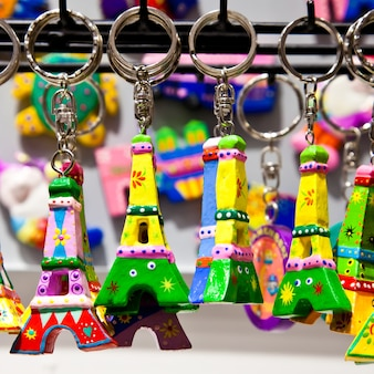 Типичный сувенир, который можно найти в каждом магазине парижа.