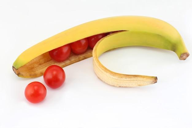 Помидоры в оболочке банана