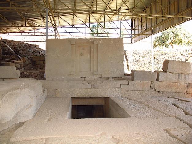 Могила в городе аксум, эфиопия