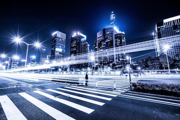 街の信号トレイル