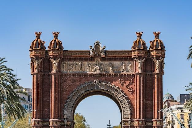 Триумфальная арка барселоны, построенная в 1888 году