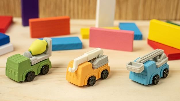 Многоцветная игрушка-конструктор грузовиков для собственности и строительного содержимого