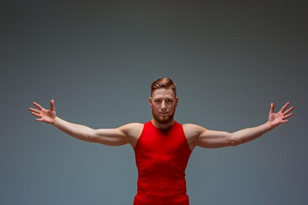 2人の体操アクロバティックな白人男性