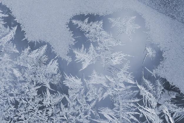유리창의 독특한 얼음 패턴
