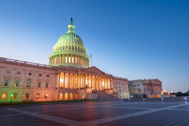 アメリカ合衆国、ワシントンdcの夜のアメリカ合衆国議会議事堂
