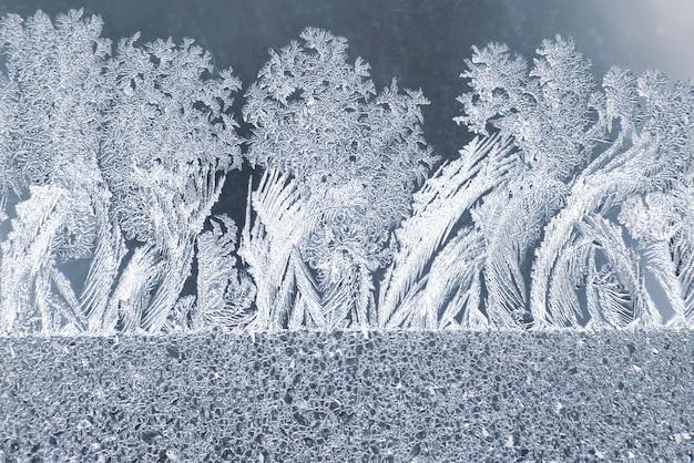 冬の窓の異常な霜。冬のオリジナリティ