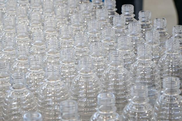 다양한 유형의 플라스틱 병 제품 및 사출 금형 배경 음료 용기 제조 공정을 가진 프리폼 재료