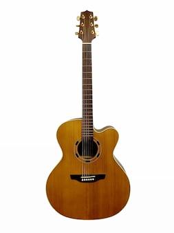 흰색 배경에 고립 된 어쿠스틱 기타의 수직 위치