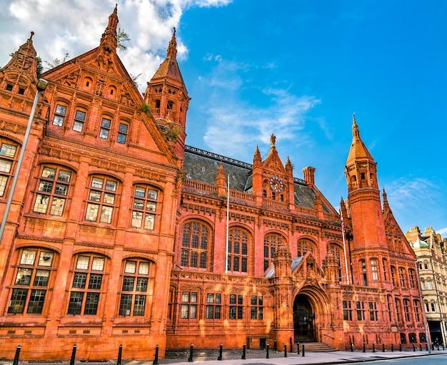 イギリス、バーミンガムのコーポレーション ストリートにあるビクトリア法廷