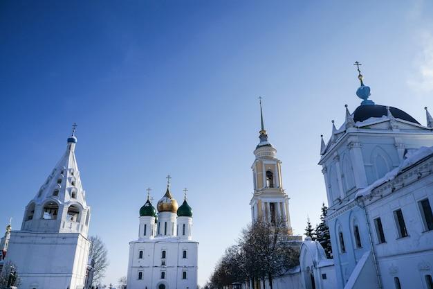 러시아 모스크바 콜롬나 지역에 있는 holy dormition 수도원의 전망