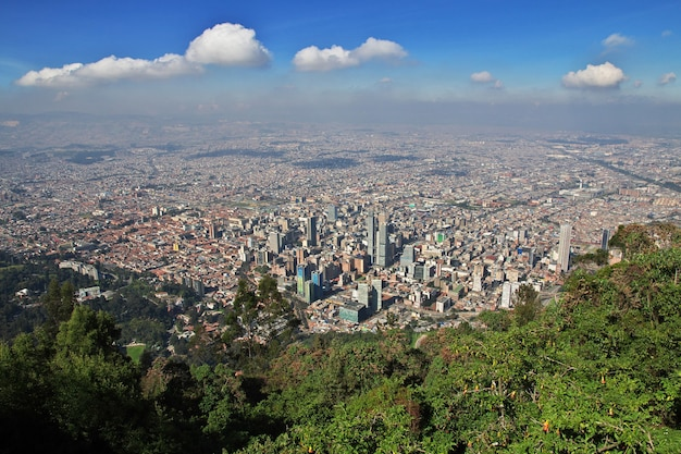 Вид на боготу с горы монтсеррат, колумбия