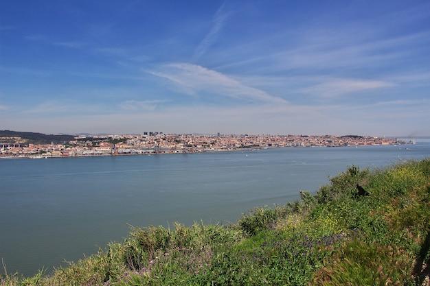 Вид на город лиссабон, португалия