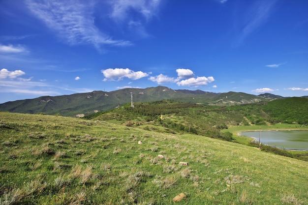 山と川、jvari、ジョージア州の眺め