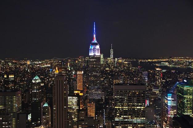 夜、アメリカ合衆国のニューヨークの眺め