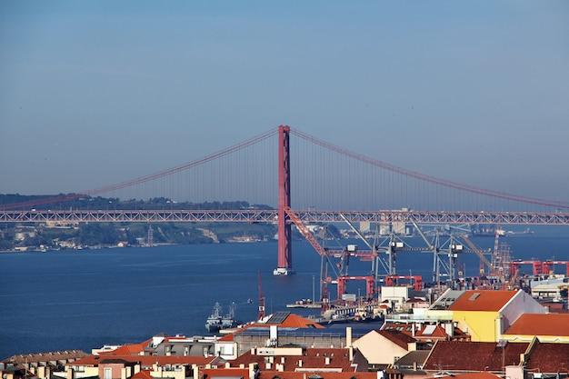 Вид на старый город лиссабон, португалия