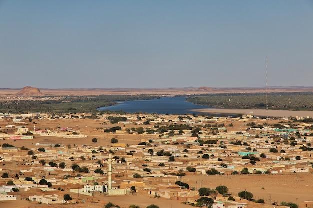 スーダンのナイル川の街の眺め