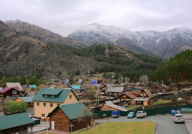 Поселок чемал в горах алтая