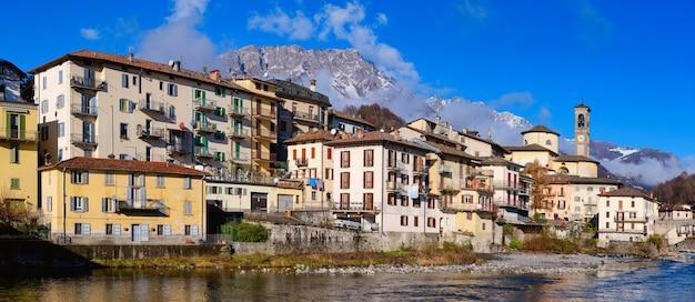 Деревня сан-джованни бьянко в долине брембана бергамо италия
