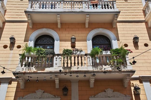 Винный балкон в каско вьехо в городе панама, центральная америка
