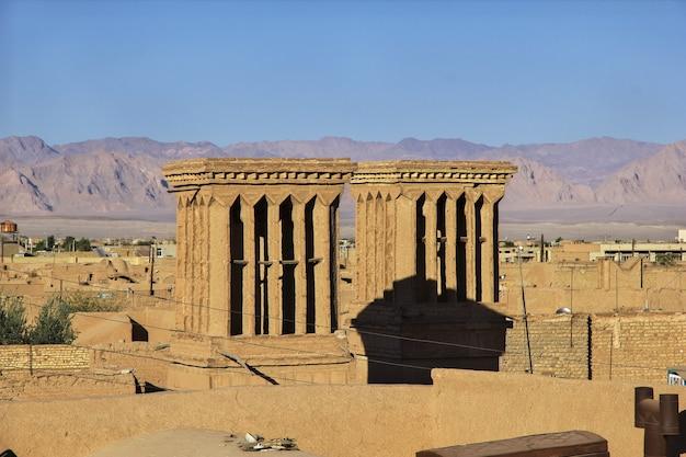 고대 도시 yazd이란의 vinatge 건물
