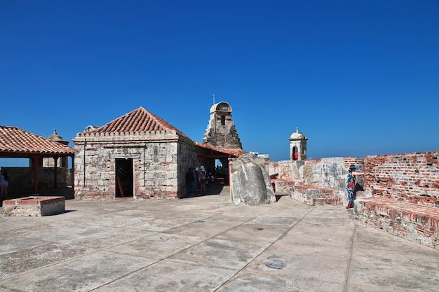 Старинная крепость кастильо-де-сан-фелипе в картахене, колумбия