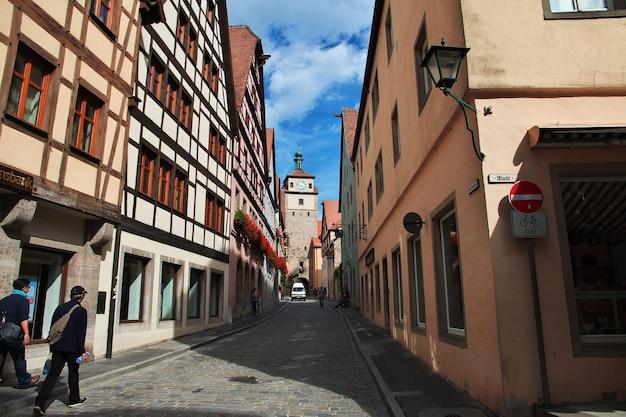 ドイツのタウバー川沿いのローテンブルクのヴィンテージ通り