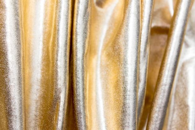 부채꼴 주름이있는 벽 금색 패브릭.