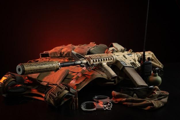 特別な軍事ユニットまたはfbi警察官の武器、鎧、および弾薬