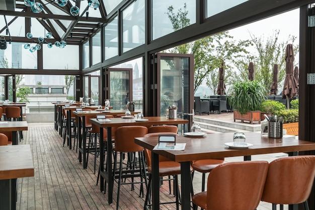 서양식 레스토랑은 옥상에 있습니다