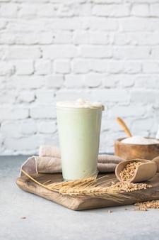 パン用の小麦パン種は、パン焼き用のパン種として使用する水と小麦粉のアクティブなスターターサワードウ発酵混合物です健康的な食事の概念