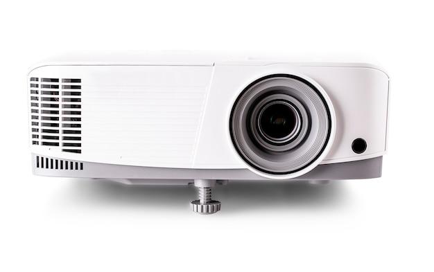 白い背景に分離された白いマルチメディアプロジェクター