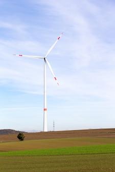 青い空とフィールドの風車
