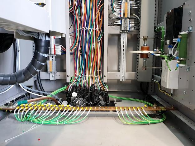 変圧器保護制御パネルでの制限された地絡機能の配線