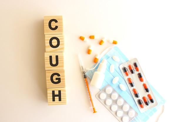 Слово cough состоит из деревянных кубиков.
