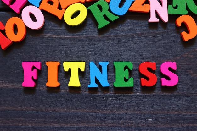 Слово фитнес с цветными буквами