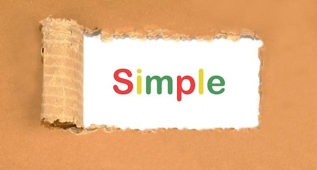 言葉はシンプルで、テキストは紙に書かれています
