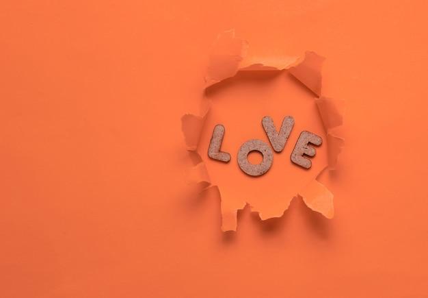 Слово любовь в рваной оранжевой дыре
