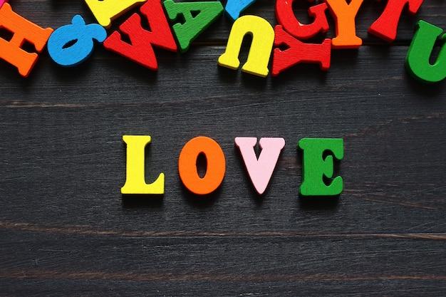 Слово любовь с цветными буквами
