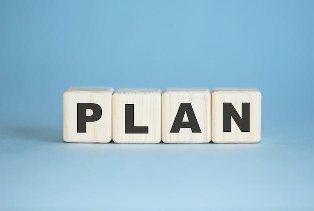 Слово plan t написано на кубах. концепция бизнеса и финансов.