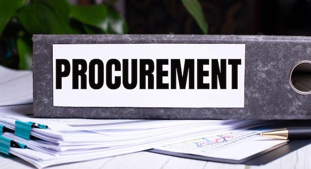 Procurement라는 단어는 문서 옆의 회색 파일 폴더에 작성됩니다. 비즈니스 개념