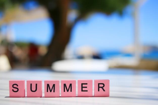 単語夏夏の背景