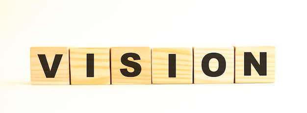 비전이라는 단어. 흰색 배경에 고립 된 편지와 함께 나무 큐브. 개념적 이미지.