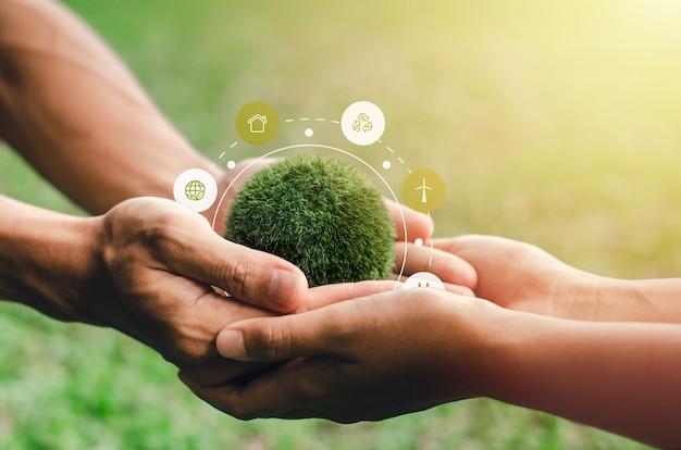 世界は互いに助け合う手にあります。環境保全の概念で環境保護この画像の要素装飾環境アイコン