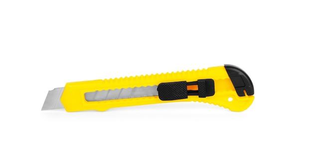 흰색 배경에 고립 된 노란색 편지지 칼