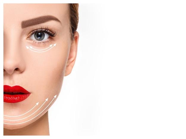 清潔で新鮮な肌、老化防止、糸を持ち上げるコンセプトを持つ若い女性の顔