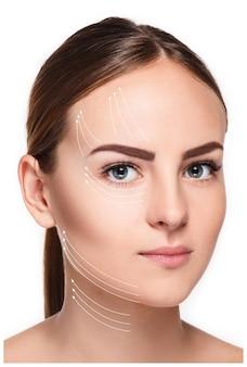 깨끗하고 신선한 피부, 노화 방지 및 실 리프팅 개념을 가진 젊은 여성